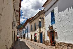 PHOTO: Typical cobblestone street in Cusco, Peru on http://holeinthedonut.com