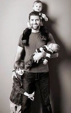 i want a picture of my husband like this. and hey if he looked like josh turner i wouldn't mind that either