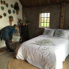 #houseofwalra in actie in de Flinkefarm. Fotoshoot op locatie voor een nieuwe collectie bed, bad en keukenlinnen.