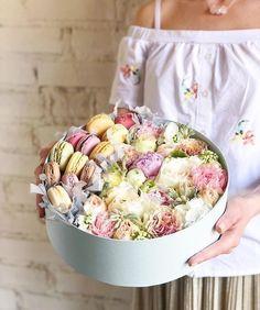 Macaroon Tower, Bouquet Box, Macaroon Cookies, French Macaroons, Pink Lemonade, Macarons, Beautiful Flowers, Ethnic Recipes, Hands