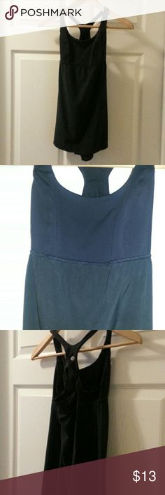 Lululemon Workout top *Good condition* I bought this from another posher and thought it was a 4. It was advertised as a 4 but it's too small. There is no tag to tell what size this is and since I wear a 4, I have to say it's really a 2. lululemon athletica Tops Tank Tops