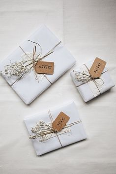 The Perfect Gifts For Your Bridal Party - Gifts for family Creative Gift Wrapping, Creative Gifts, Wrapping Gifts, Bridal Gift Wrapping Ideas, Creative Ideas, Christmas Gift Wrapping, Christmas Crafts, Xmas Gifts, Christmas Ideas