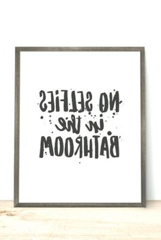 deko Druckbare Kunst Bad Zitat keine Selfies im Bad Printable Quotes, Printable Art, Selfies, Good Instagram Captions, Bathroom Quotes, Become A Photographer, Perfect Selfie, Write It Down, Typography Quotes