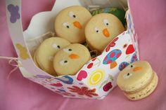 Je vous ai parlé hier dans mon article sur les Macarons Lapins de Pâques de mes Macarons Poussins... chose promise... chose due... voici la recette;.. Pour la garniture, c'est vers une ganache au praliné que je me suis tournée (extraite du livre Les desserts...