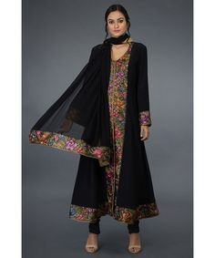 Product Zoom Hand Embroidery Dress, Embroidery Suits, Embroidery Designs, Pakistani Fashion Party Wear, Indian Fashion, Pakistani Suits, Emo Fashion, Designer Dress For Men, Designer Dresses