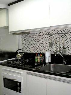 Cozinha de um apartamento de 54 m². Projeto de Ana Paula Boufleur.