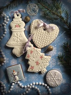 Диалоги; Christmas ornaments with roses & snowflakes by Mézesmanna