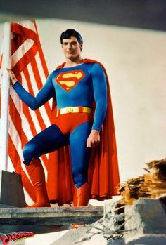 DC Comics in film - 1980 - Superman II - Christopher Reeve as Superman ®. First Superman, Superman Movies, Superman Family, Superman Man Of Steel, Dc Movies, Batman And Superman, Superman Actors, Superman Pictures, Christopher Reeve Superman