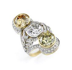 On top of her US$2 million diamond #necklace, Jennifer Lawrence wore this impressive Neil Lane diamond and platinum ring set with three Fancy coloured diamonds worth US$1 million. #Oscars
