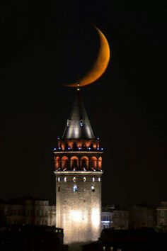 Galata Tower, Istanbul, Turkey The Galata Tower (Galata Kulesi in Turkish) — called Christea Turris (the Tower of Christ in Latin) by the Genoese — is a medieval stone tower in the Galata/Karaköy. Wonderful Places, Beautiful Places, Beautiful Pictures, Stars Night, Moon Stars, Beautiful Moon, Istanbul Turkey, Mother Nature, National Parks