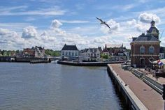 Located on the shores of the Wadden Sea in the northern Netherlands, Harlingen is a small town famous for its fishing industry, and has become a popular tourist spot in recent years. 3:04