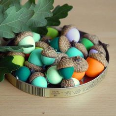 10 Adorable Autumnal DIY Projects For Your Home! : Clay Acorn Magnets - a super easy diy crafts project for fall - 10 Adorable Autumnal DIY Projects For Your Home! Easy Fall Crafts, Fall Diy, Crafts For Kids, Acorn Crafts, Diy Art Projects, Nature Crafts, Diy Painting, Halloween Crafts, Diy For Kids