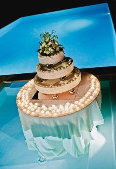 Wedding Cake in swimmingpool