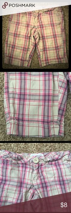 """Sz 3/4 Aeropostale plaid Bermuda shorts Super soft plaid Bermuda shorts from Aeropostale.  Inseam is about 11"""".  Shorts are about 15"""" across in the waist.  There is some pilling on the inside on the pockets, but nothing visible from the outside.  97% cotton, 3% spandex.  Front button is a little loose but still attached. Aeropostale Shorts Bermudas"""