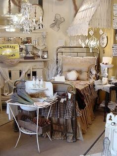 Antique Store Booth Display Ideas.... Make rooms for antiques to go in
