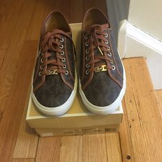 ✨Authentic✨MICHAEL MICHAEL Kors BOERUM SNEAKER These sneakers are in excellent condition, almost like new, just a few signs of barely visible dirt on the sole as shown in the picture. MICHAEL Michael Kors Shoes Sneakers