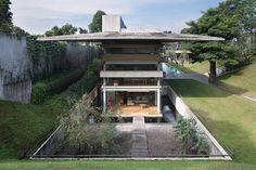 Huge Property In Indonesia Risen From Raw Concrete Architecture - Decorpion Steven Holl, Kengo Kuma, Chongqing, House Dog, Renzo Piano, Studio House, Wooden Patios, Concrete Architecture, Roof Architecture