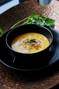 Kitchen Table Mozzarella, Ethnic Recipes, Kitchen, Table, Food, Cooking, Kitchens, Essen, Tables