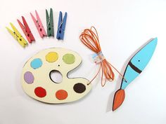 Childrens Artwork display hanger- Young artist Pallet and paint brush-  kids wall art - rainbow colors, displaying kids art
