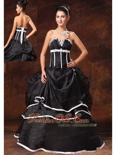Black Organza A-line Strapless Appliques New Style 2013 Prom Gowns In Daphne Alabama  http://www.fashionos.com  Get a celebrity look with this stunning ball gown dress! Soft and sleek fabric will give your skin intimate care and look beautiful. Perfect for celebration by strapless chic neckline with exquisite appliques and fitted bodice with some vertical lines bring dramatic effects.