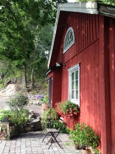 Swedish Cottage, Red Cottage, Cottage Style, Swedish House, Garden Cottage, Red Houses, Summer Cabins, Charming House, Red Barns