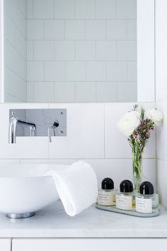 white bathroom with byredo perfumes Dream Bathrooms, Beautiful Bathrooms, Bathroom Furniture, Bathroom Interior, Bathroom Inspiration, Interior Inspiration, Bathroom Ideas, Shower Mirror, Perfume