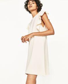 Vestido folhos (cru): ZARA (29,95€)