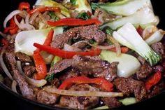 Biefstuk met paprika en uienringen e.a. groente