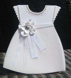 Invitaciones bautizo: fotos ideas para imprimir - Invitación con forma de vestido de niña