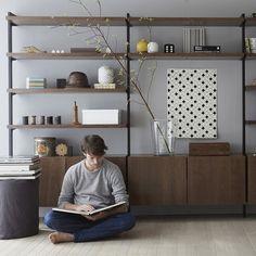Etagères Taktik (set van lengte 110 cm, als opbergsysteem AM. Living Room Scandinavian, Scandinavian Interior, Sala Ikea, Metal Furniture, Furniture Design, Black Metal Shelf, Espace Design, Interior Styling, Interior Design