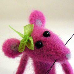 Sweetpea Mouse...needle felted animal. via Etsy.