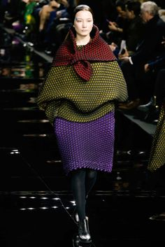 Issey Miyake - Fall 2015 Ready-to-Wear - Look 8 of 36