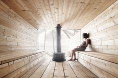 Viisi saunaa, viisi polttavaa puheenaihetta. Sauna Talks on sarja keskusteluja, jotka ammentavat suomalaisesta saunakulttuurista heittämällä löylyä viiteen kiinnostavaan ja ajankohtaiseen yhteiskunnalliseen aiheeseen.