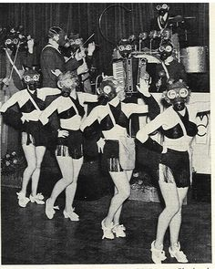26 Kooky & Weird Vintage Photos You'll Struggle To Explain Bizarre Photos, Strange Photos, Rare Photos, Vintage Photographs, Old Photos, Vintage Photos, Matt Hardy, Boris Vian, Weird Vintage