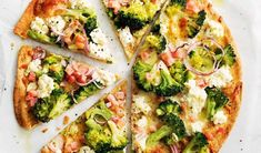 Broccoli and bacon pizza - Creamy ricotta lowers the calories for this speedy pizza, and teams perfectly with salty bacon. Pizza Recipes, Gourmet Recipes, Dinner Recipes, Healthy Recipes, Healthy Foods, Gourmet Pizza Toppings, Clean Eating Snacks, Healthy Eating, Low Cal Dinner