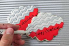 Haniela's: Chevron Christmas Cookie Card Tutorial (love the way she did the silver)