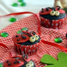 LADYBUG cupcakes! so cute! wish we had kids so we could make these. heck, we might make them anyway...