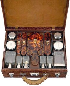 A lovely traveling case from the Art Deco period!~Karen Blixen's Hermès Luggage - 1930 - Custom made by Hermès for the author of 'Out of Africa' Vintage Luggage, Vintage Travel, Hermes Vintage, Custom Luggage, Art Deco, Dandy, Karen Blixen, British Colonial Style, Out Of Africa