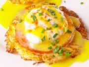 Připravte si ke snídani tyto výborná Vejce Benedikt s květákovými placičkami! Dokonalý FIT recept, který zasytí!