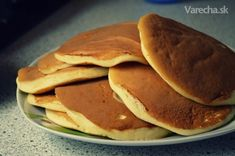 Ľahunké lievance - recept | Varecha.sk Sweet Recipes, Pancakes, Food And Drink, Sweets, Baking, Eat, Healthy, Breakfast, Essen