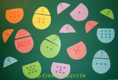 cijferspel: eitjes  free printable: http://www.busylittlebugs.com.au/wp-content/uploads/Free-Easter-Egg-Number-Match-File.pdf