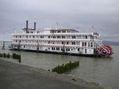 Sternwheeler on the Columbia River in Astoria, Oregon.