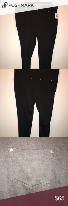 CALVIN KLEIN!!!!! Skinny jeggings! Brand new with tags New Calvin Klein Skinny jeggings with gold buttons!!!! Perfect! Inseam 28', waist to bottom '38, waist '36 also stretchy 3% spandex Calvin Klein Pants Skinny