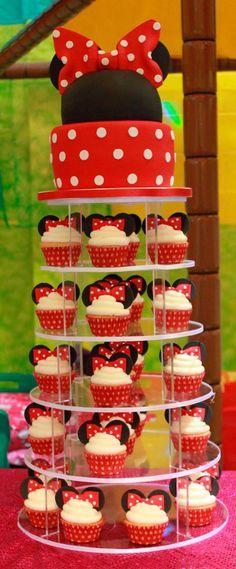 bolo com ajuda do cupcake                                                                                                                                                      Mais