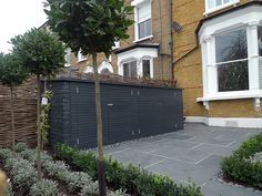 Front garden Victorian Tile topairy bike bin store mosaic black and white wall West London Putney Sheen Richmond Ham London - London Garden Design Urban Garden Design, Small Garden Design, Victorian Front Garden, Victorian Terrace, Front Garden Ideas Driveway, Patio Garden Ideas Uk, Sarah's Garden, Balcony Garden, Garden Plants