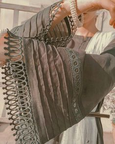 Kurti Sleeves Design, Sleeves Designs For Dresses, Neck Designs For Suits, Kurta Neck Design, Dress Neck Designs, Simple Pakistani Dresses, Pakistani Fashion Casual, Pakistani Dress Design, Stylish Dresses For Girls