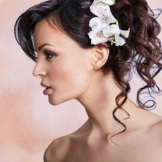 Romantische, halbe Hochsteckfrisur mit Locken - und über 20 weitere Hochsteckfrisuren für mittellanges Haar.