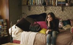 Pretty Little Bedroom Décor: Aria - If you watch ABC Family's Hit Teen Drama, Pretty Little Liars, you'll know that Aria Montgomery (played by Lucy Hale) has a style that's hard to match! Its vintage, bohemian, and modern all at the same time. Pretty Little Liars Aria, Pll, My New Room, My Room, Her Wallpaper, Metallic Wallpaper, Aria Montgomery Style, Boho Room, Teen Girl Bedrooms