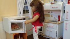 American Girl Doll Crafts and Fun!: Craft: Make a Microwave for Your Doll American Girl Food, American Girl Crafts, American Girl Clothes, Girl Doll Clothes, Girl Dolls, American Dolls, Ag Dolls, Doll House Crafts, Doll Home