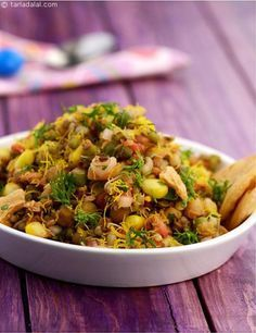 Sprouts and Corn Chatpata Chaat An interesting way to consume healthy sprouts! this protein-rich chaat makes an excellent anytime snack for your kids, and will boost their energy levels when it ebbs. A no-fuss snack, it will take just a few minutes to mix Veg Recipes, Indian Food Recipes, Salad Recipes, Vegetarian Recipes, Cooking Recipes, Healthy Recipes, Cooking Tips, Starter Recipes, Sprout Recipes
